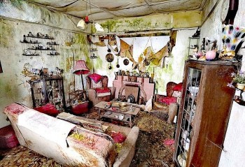 Scotland: Haunting Images Of A 30-Year-Old Abandoned House