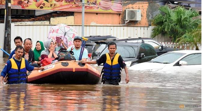 Flood death toll rises to 21 in Indonesia