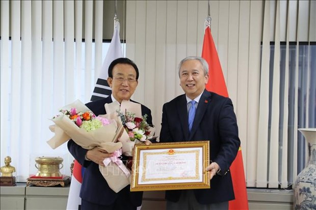 former governor of gyeongsangbuk province honoured with labour order of vietnam