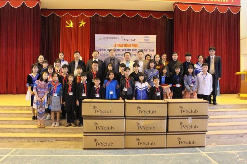 lao cai children receive warm clothes