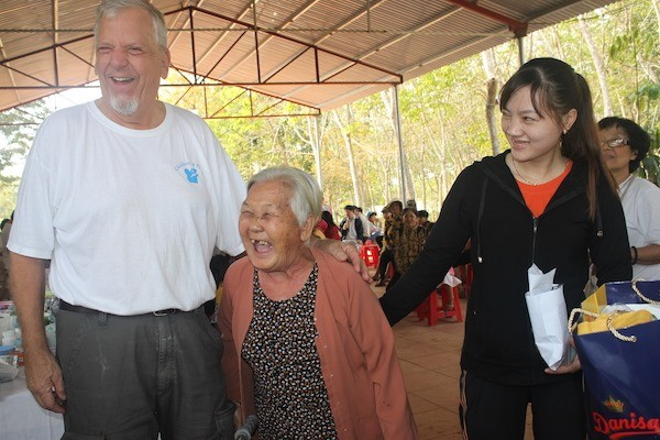copi offers free checkups to vietnamese people