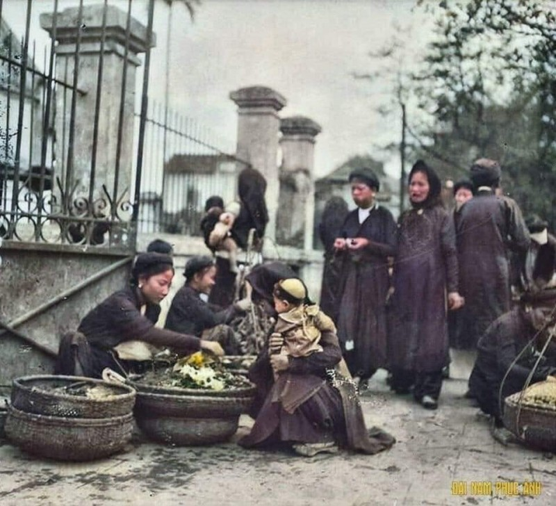 photographs of vietnams lunar new year in hanoi in the 1920s