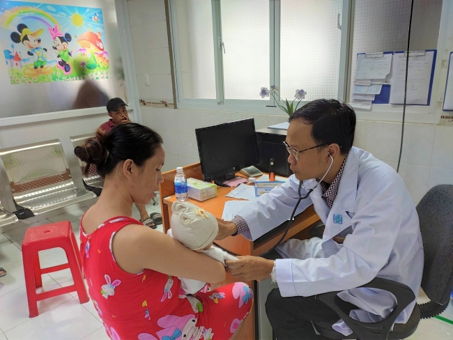 Over 17,000 children in five Vietnamese provinces received free heart check-up