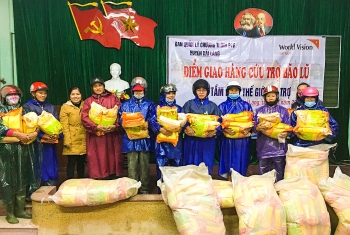 tons of rice seeds distributed to flood victims in quang tri