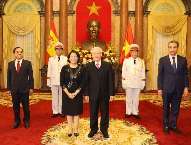 Ambassadors of Spain, Iran, Philippines present credentials to Vietnam's top leader