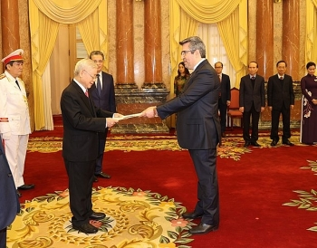 ambassadors of spain iran philippines present credentials to vietnams top leader