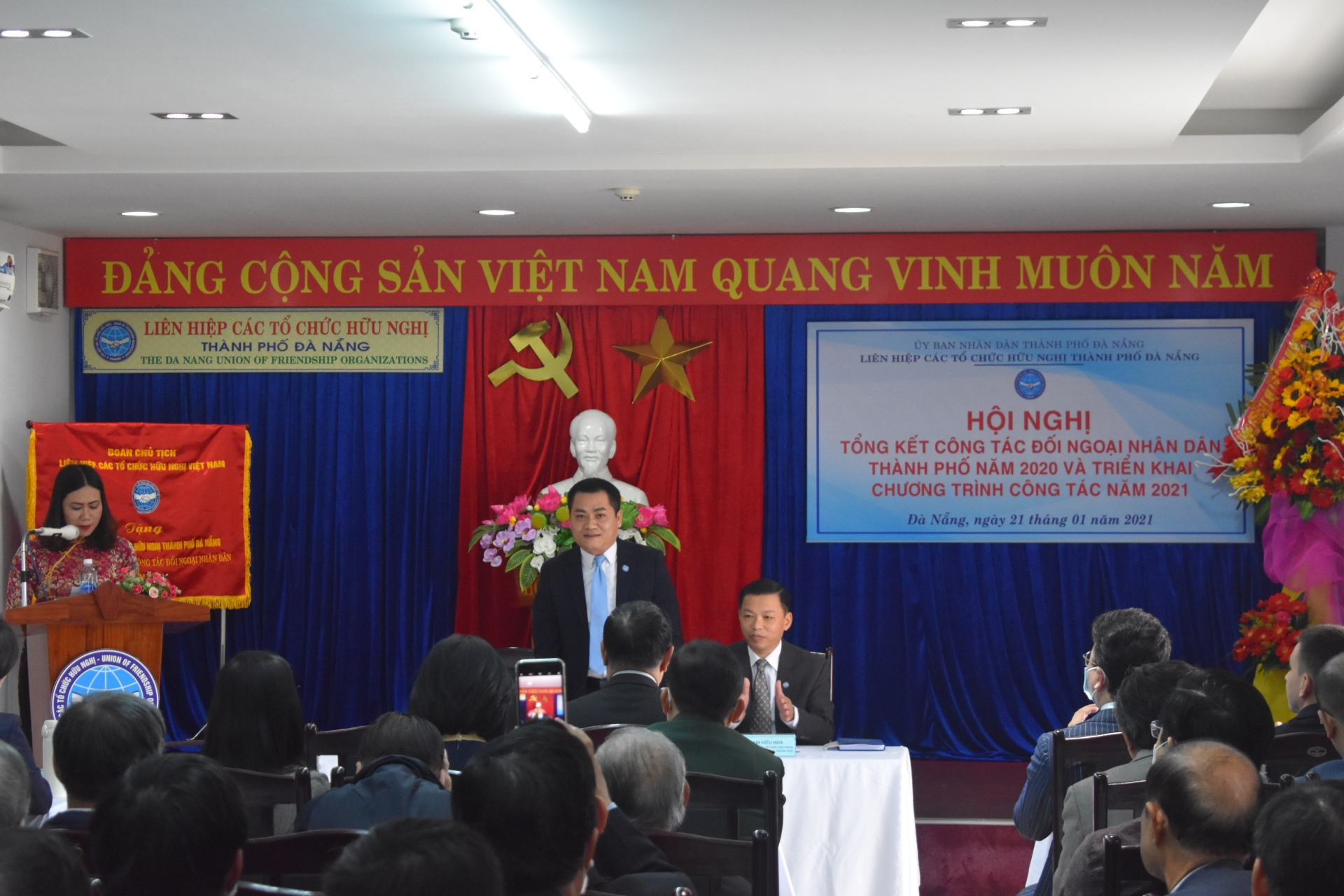 Da Nang Union of Friendship Organisations awarded Emulation Flag of VUFO