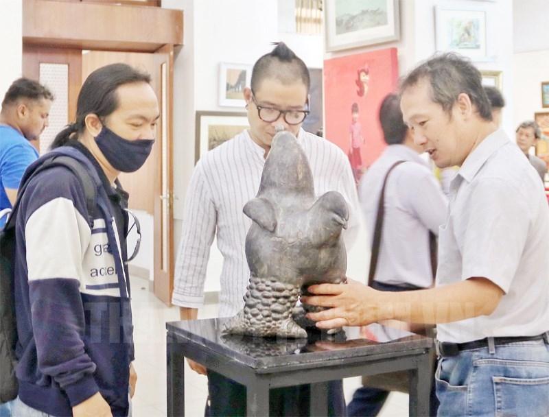 135 artworks on display at vietnam india artist camp
