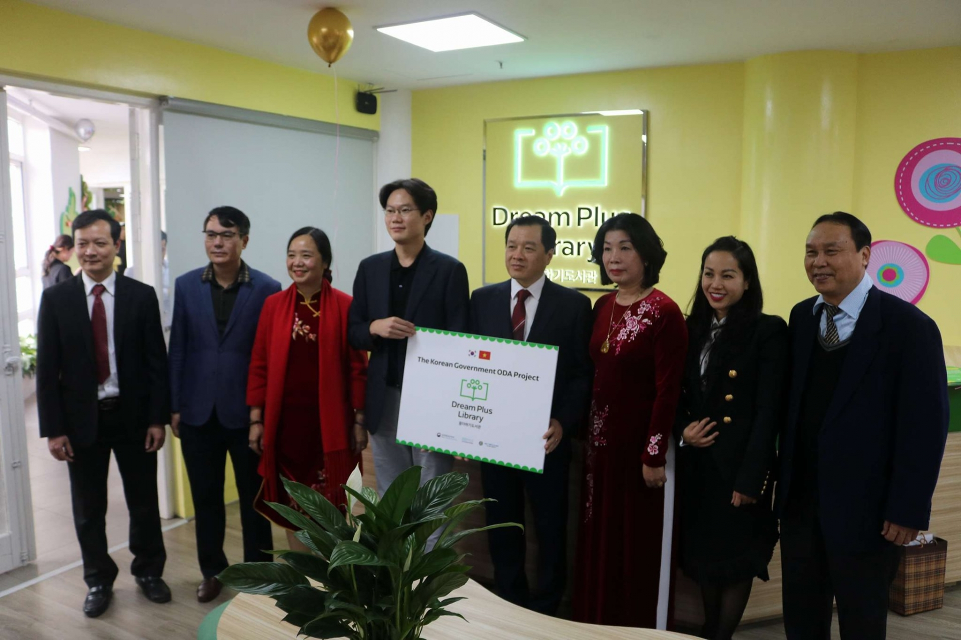 RoK sponsored Dream Plus Library launched at Hanoi Library