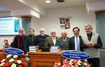 Czech-Vietnamese encyclopaedia wins Dictionary of the Year award