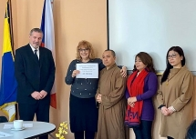 vietnamese community in czech donate vnd 250 million worth of medical supplies
