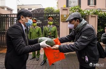 Kuwait Embassy supports Vietnamese watermelon farmers