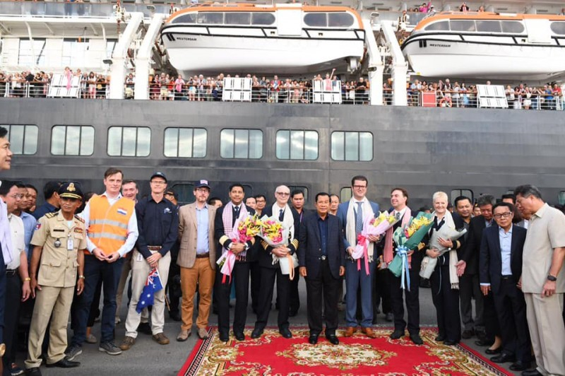 cambodias pm hun sen personally welcomes ms westerdam cruise ship