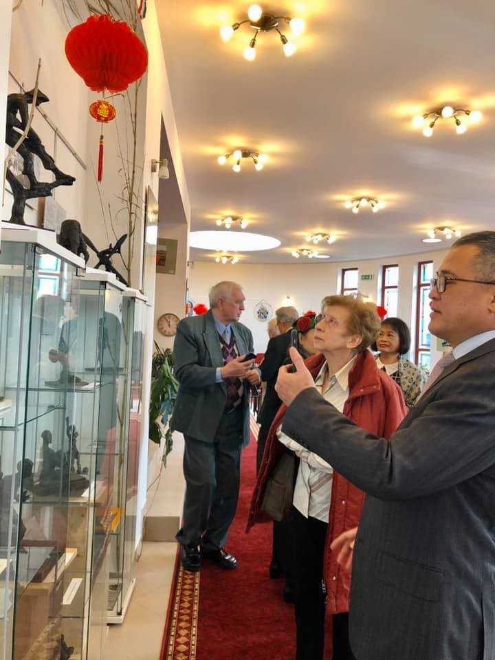photos sculpture works on vietnam introduced in hungary