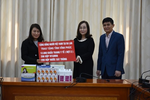 ovs in poland present second batch of relief aid to vinh phuc province
