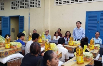 Vietnamese Embassy in Cambodia supports fire victims