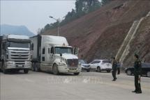 hundreds of fruit trucks still jammed at border gates with china