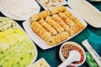 Grilled spring rolls –  Vietnamese specialty favored by Thai people