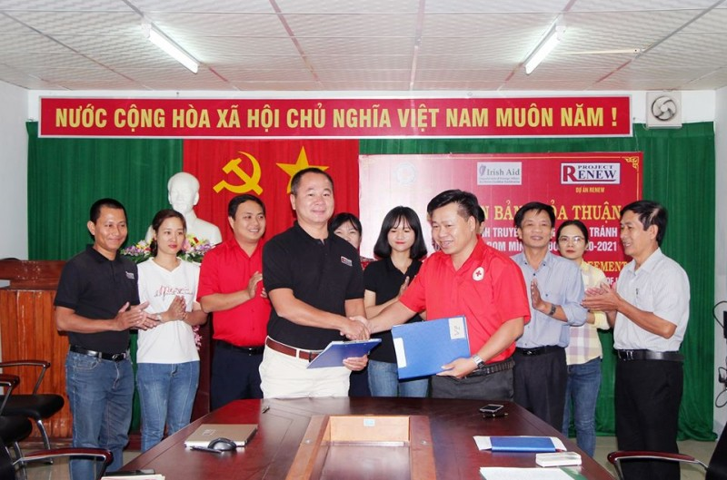 project renew quang ngai join hands to raise awareness on mineuxo