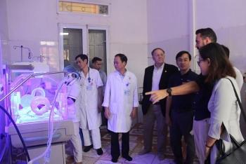 Australian man raises 10,605 USD to support newborn care in Yen Bai