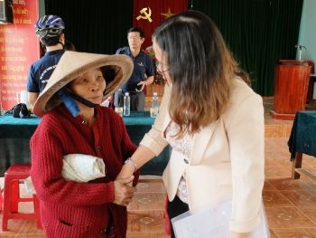 emwf supports flood hit people in quang nam province ahead of tet
