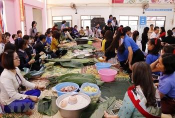 "Nguyen Du Lao-Vietnamese bilingual school's students and teachers making ""banh chung"""