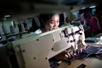 pandemic hit female garment workers get financial support