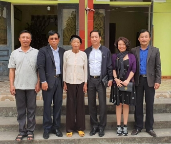 tet gifts handed over to policy beneficiaries the needy nationwide