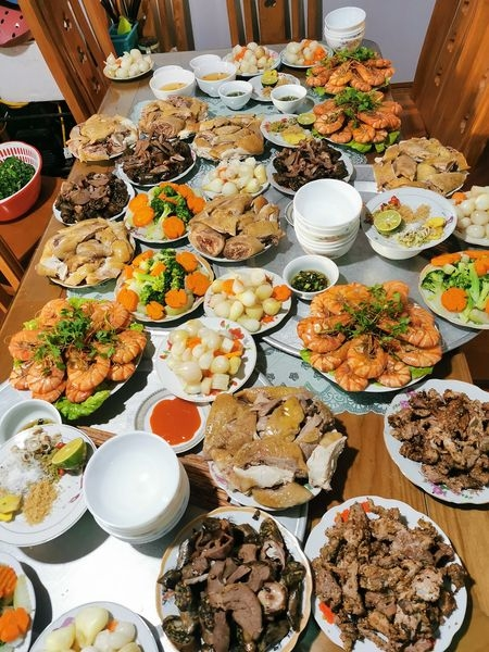 What happens to your body if you overeat during Lunar New Year's reunion meals
