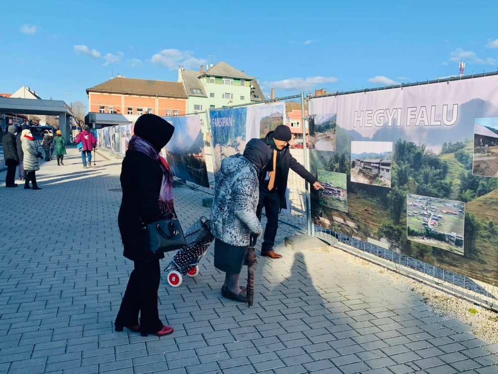 Painting exhibition on Vietnam's people, culture opens in Hungary