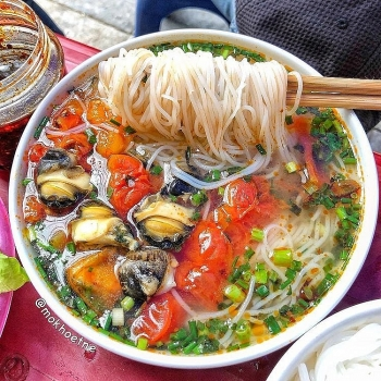 try a bowl of hanoi snail vermicelli soup