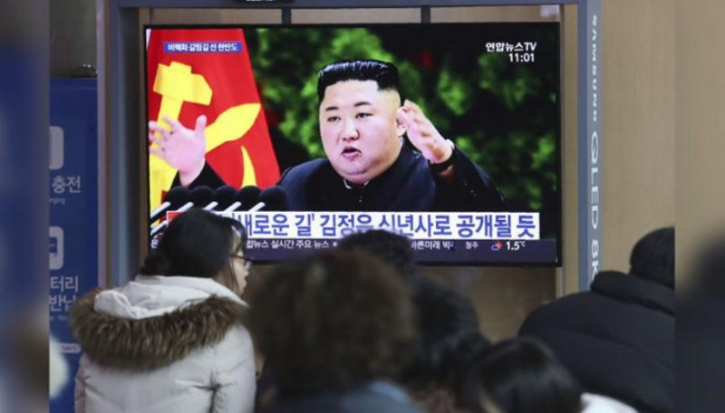 souths military north korea fires two unidentified projectiles into east sea