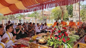 Work on Vietnam-Cambodia Friendship Monument in Kampong Speu started