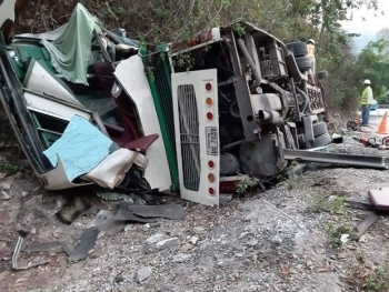 Bus accident in Laos kills two Vietnamese, injures four others