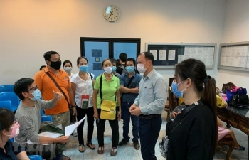 Support for almost 100 Vietnamese citizens stuck at Thailand, Singapore airports