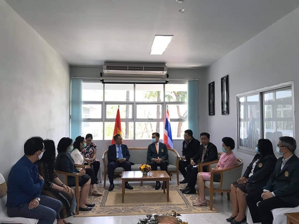 Ambassador visits young overseas Vietnamese in Udon Thani