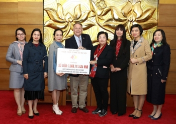 Fund raised from Hanoi Run for Children handed over to beneficiaries