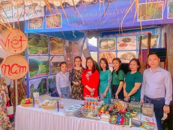 vietnam introduces diversity of traditional foods in lao food festival