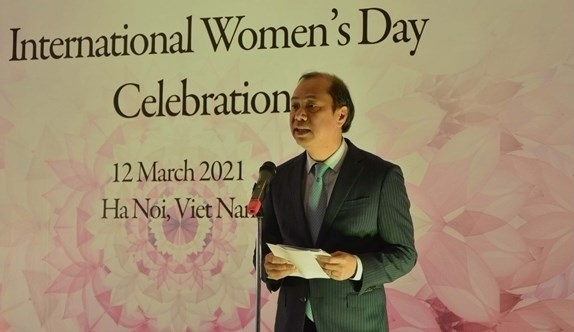 Female diplomats, representatives of international organisations, spouses of ambassadors gather in Hanoi