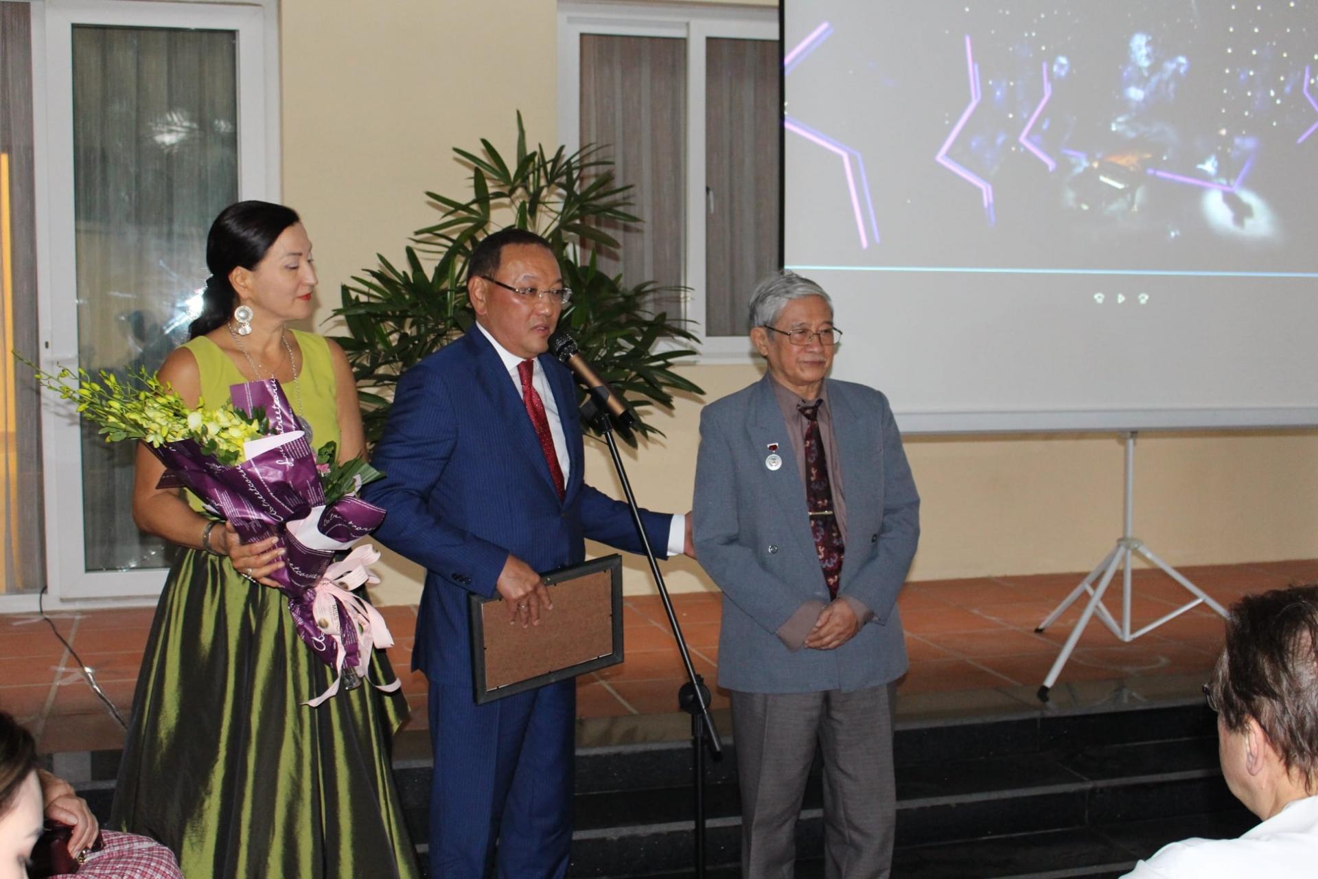 Vietnamese translators awarded Certificates of Merit from Kazakhstan ministry