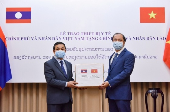vietnam hands over medical equipment to laos and cambodia for covid 19 combat