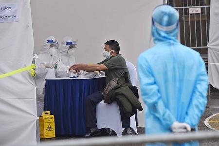 COVID-19: UNFPA provides 7,000 hand sanitizer bottles for Vietnam