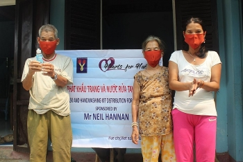 thua thien hue facemasks and hand sanitizers distributed to poor households