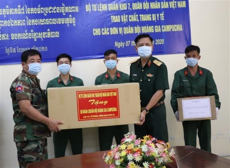 Military Region 7 presents COVID-19 medical equipment to Cambodian army