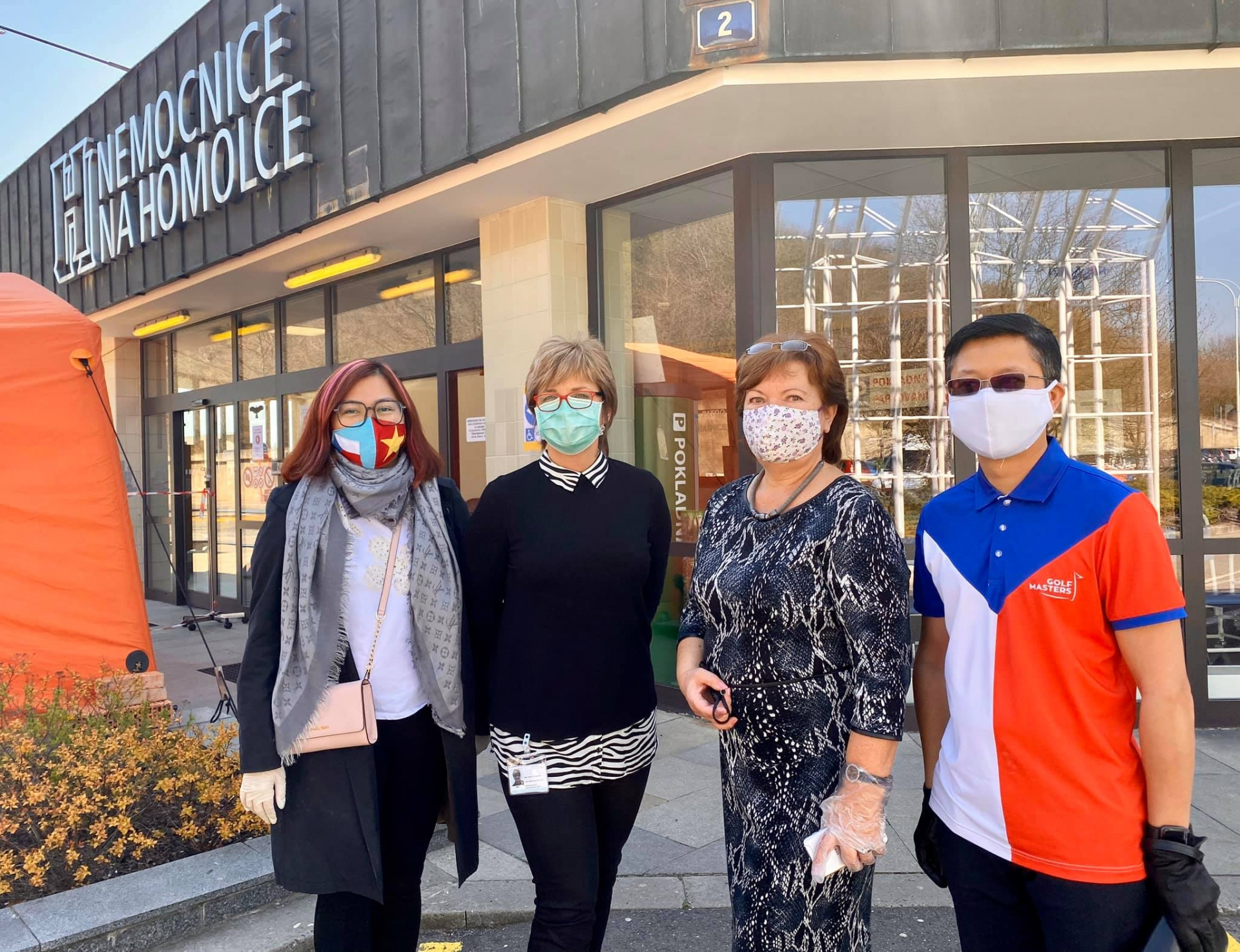 vietnamese continues donating medical items to czech hospitals
