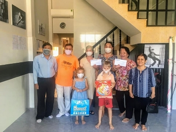 khanh hoa union of friendship organizations helps stranded russians overcome covid 19