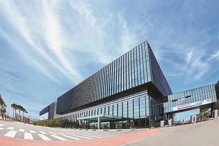 Samsung wins USD 360 million contract to produce COVID-19 treatments