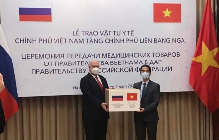 Vietnam presents 150,000 face masks to Russia for COVID-19 fight