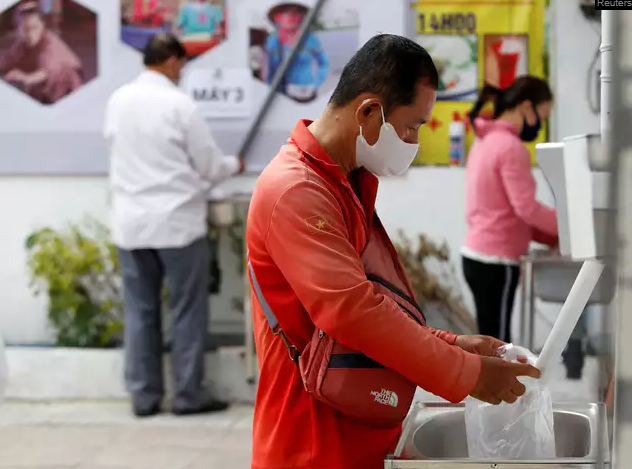 More free 'rice ATMs' set up in Hue, Da Nang