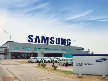 308 Samsung experts quarantined after landing in Vietnam
